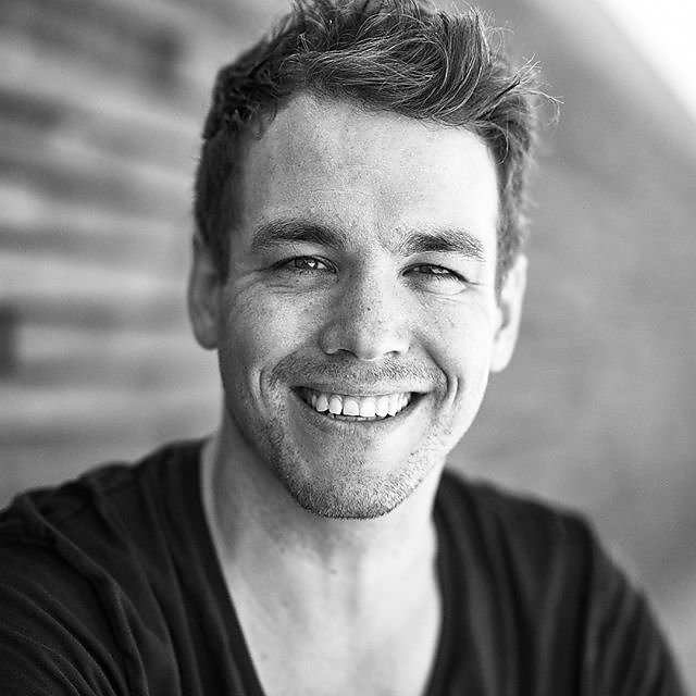 German actor and comedian @jan_fun_weyde #menschfotograf #professionalphotographer #sedcardshooting #compcard #actorlife #germanactor #comedians #speakers #dubber #schauspieler #sprecher #synchron #authors #comedyshow #peterlindbergh #blackandwhitepic #ce
